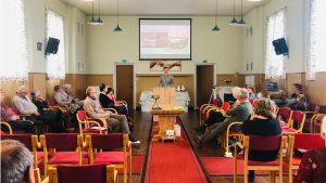 Crowns activiteiten spreken in kerk